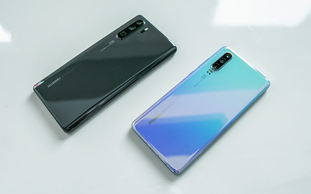 Huawei P30 Pro black and blue back sides